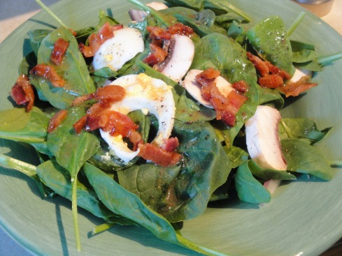 spinach salad with warm bacon viniagrette
